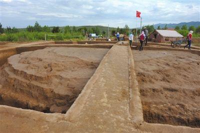直径16米的坟丘。