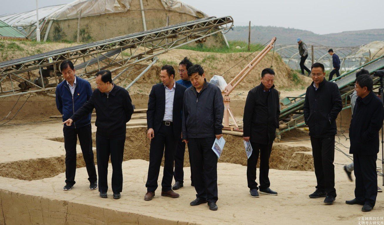 自治区文化厅厅长宋建钢调研指导彭阳姚河塬商周考古工作
