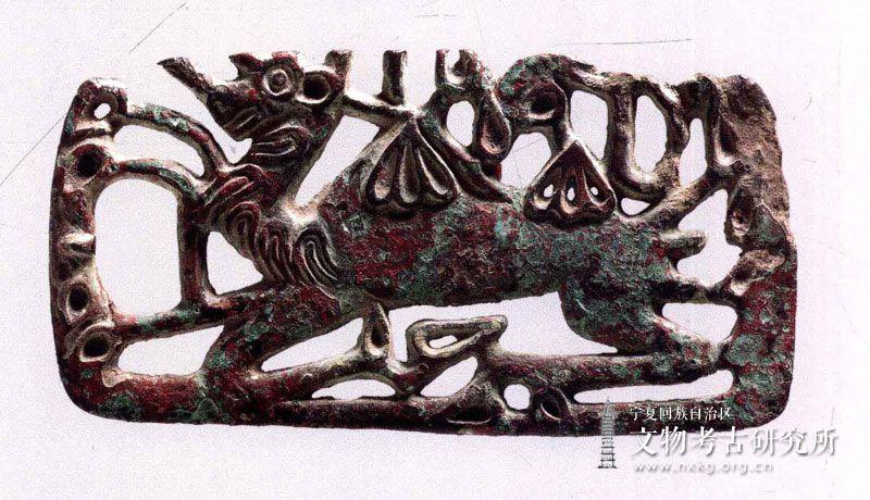 单驼透雕铜牌饰