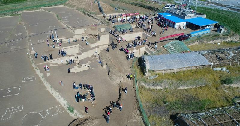 2018年文化和自然遗产日彭阳姚河塬商周遗址开展公众考古活动