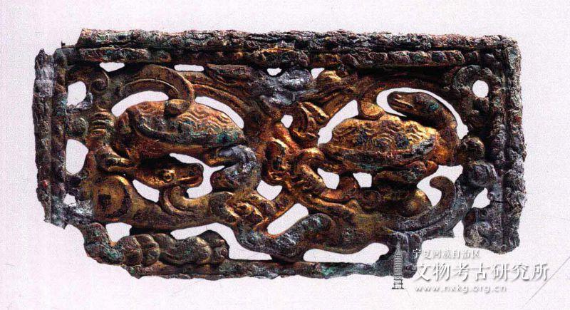 鎏金透雕玄武纹铜牌饰