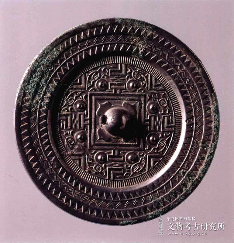 八鸟博局纹铜镜