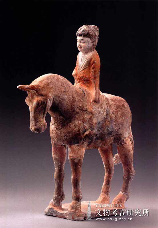 彩绘骑马女俑