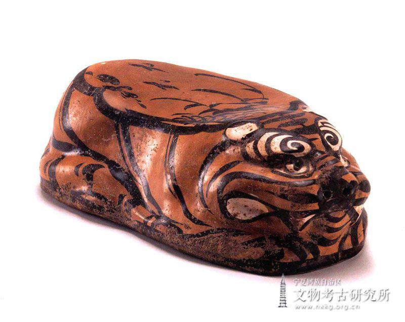 磁州窑卧虎瓷枕