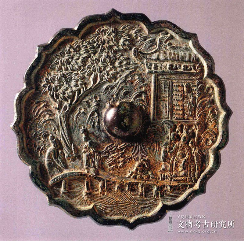 菱花形人物楼阁纹铜镜