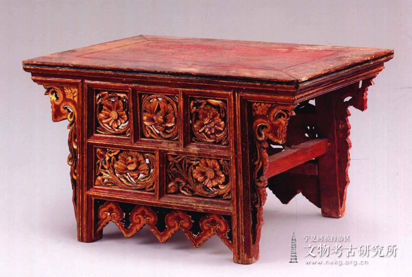 彩绘描金供桌