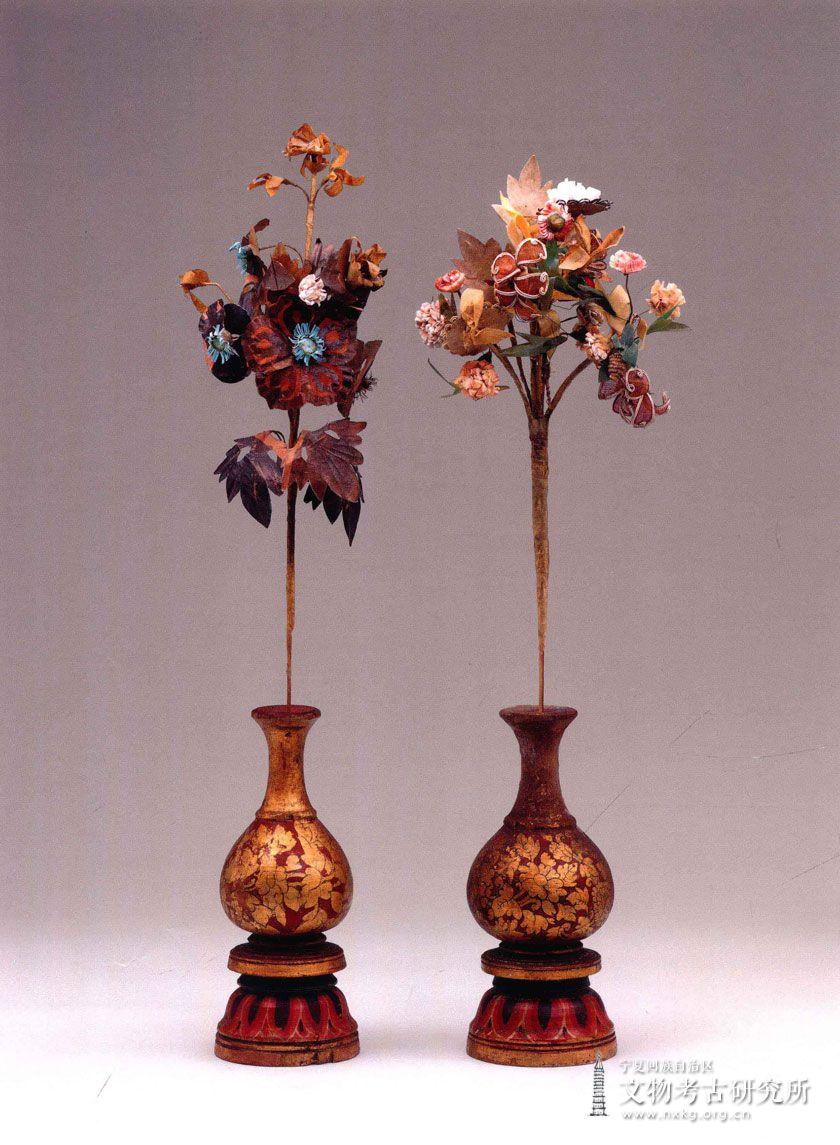 彩绘木雕花瓶及绢花(2组)