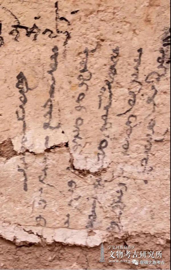 吐峪沟石窟佛教遗迹新发现回鹘文题记释读