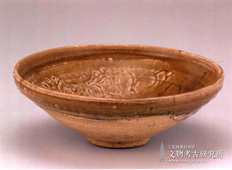 姜黄釉刻花瓷碗
