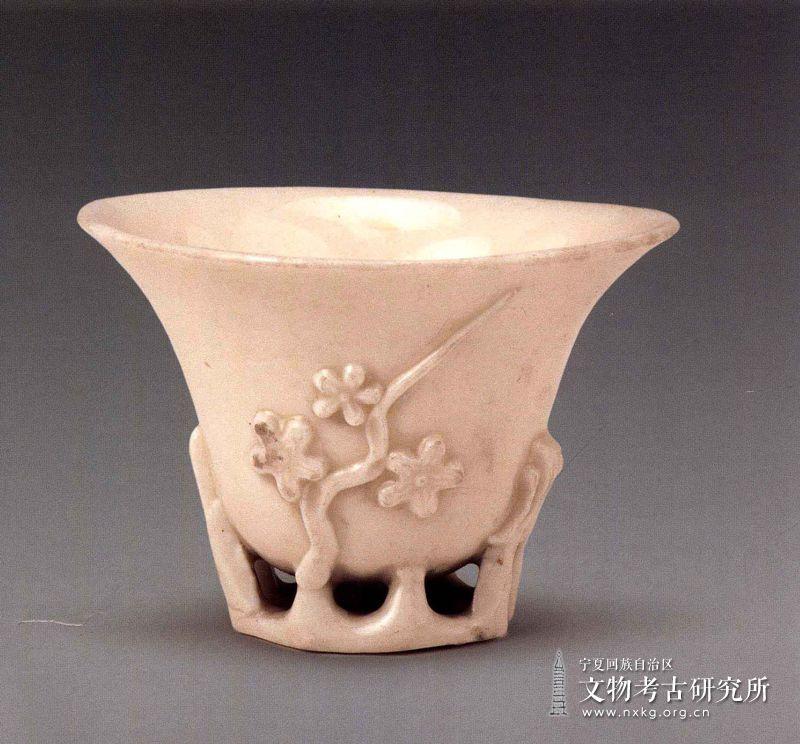 德化窑镂空梅花纹杯(犀角杯)