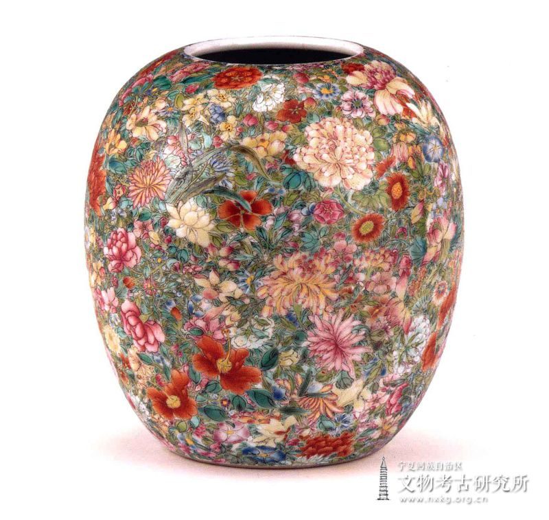 粉彩百花罐